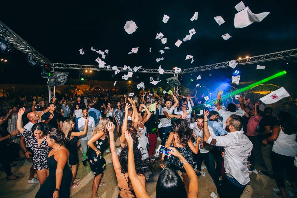 אווירת מסיבה בחתונה של גיא ונופר ביקבי קיסריה