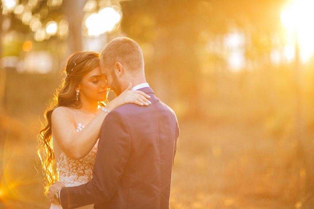 """ג'ניה ולירז שהתחתנו באולם אירועים, """"עלמה אבן יהודה"""", בצילומי חוץ"""