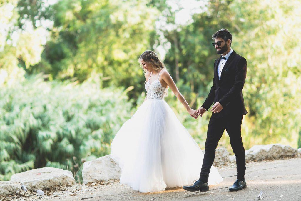 צלם סטילס לחתונה אלונה ואביב ברגע מהצילומי חוץ שלהם