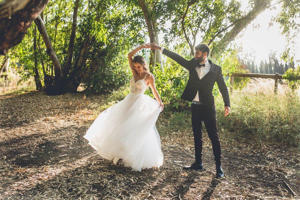 """אביב ואלונה שהתחתנו ב- """"אגדת דשא"""", בצילומי חוץ בטבע בחוץ"""