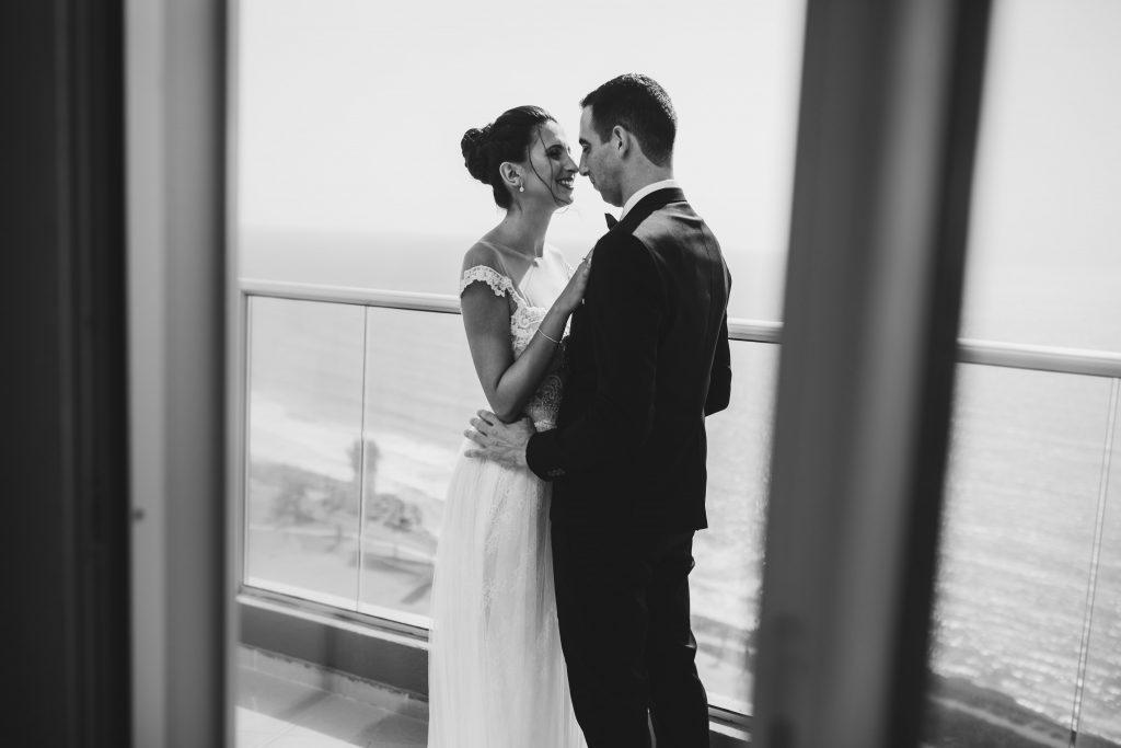 כלה וחתן מתארגנים במלון רמדה