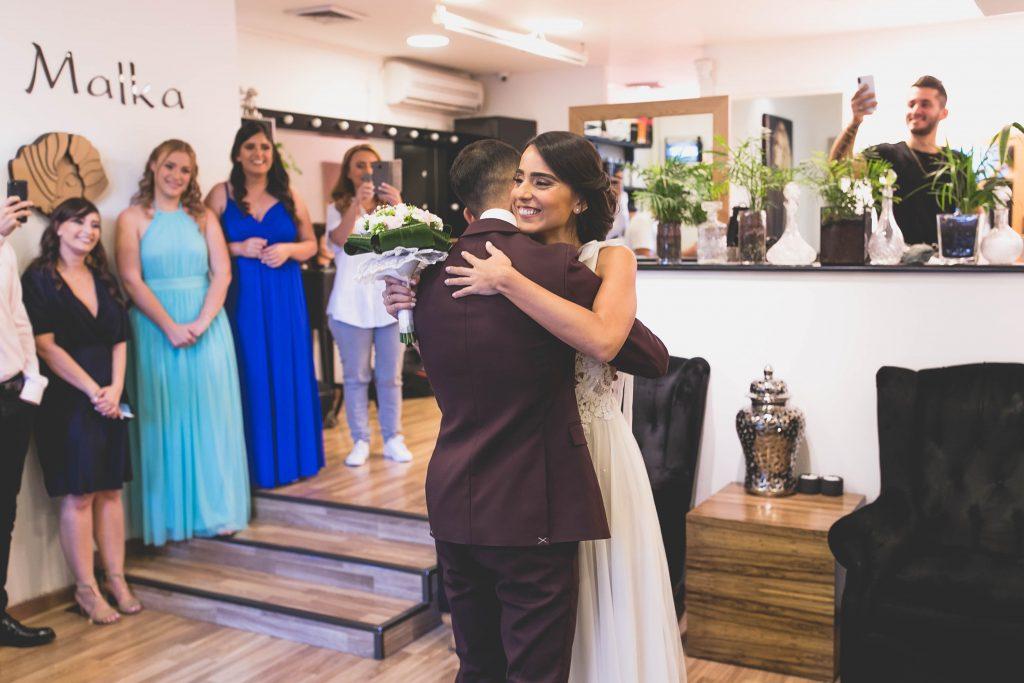 התארגנות לחתונה המפגש של הזוג במקום סלון כלות