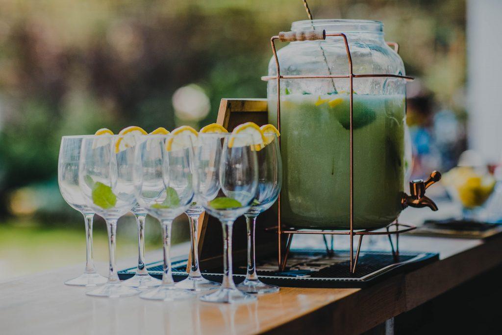 כשאתה עושה חתונת שישי צהריים אין כמו לשתות שייק עם ערק לימונים