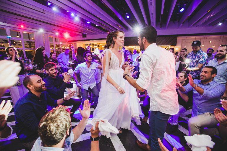 מה עושים ביום החתונה ומתי מתחילים ריקודים?